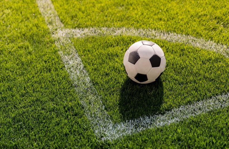 Piłka nożna i przygotowanie boiska (linie, bramki)